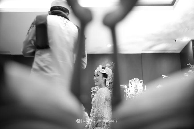 Saga & Manda Wedding at Hotel Santika Bintaro by Mirza Photography - 023