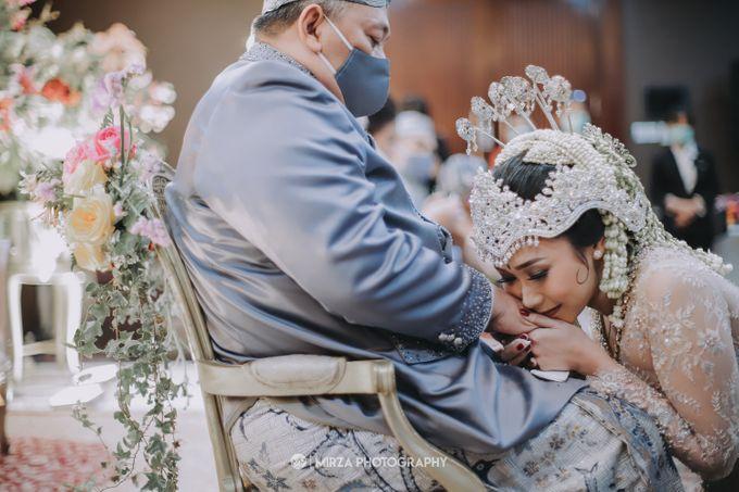 Saga & Manda Wedding at Hotel Santika Bintaro by Mirza Photography - 025