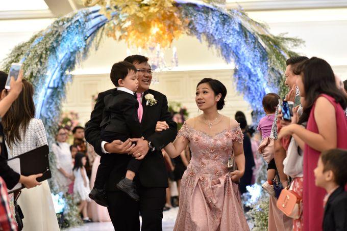 Donovan & Elisabeth Wedding at Menara Mandiri by Catalina Flora - 014