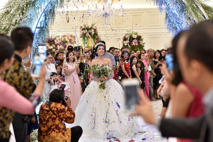Donovan & Elisabeth Wedding at Menara Mandiri by Catalina Flora - 018