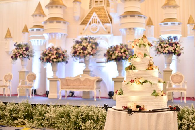 Donovan & Elisabeth Wedding at Menara Mandiri by Catalina Flora - 010