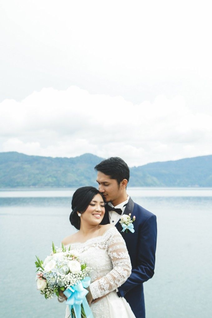 A beautiful lakeside wedding on samosir island lake toba by Jivo Huseri Film - 025