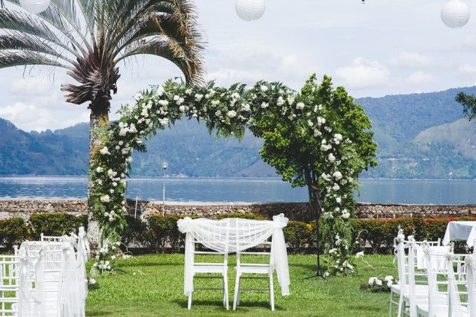 A beautiful lakeside wedding on samosir island lake toba by Jivo Huseri Film - 004