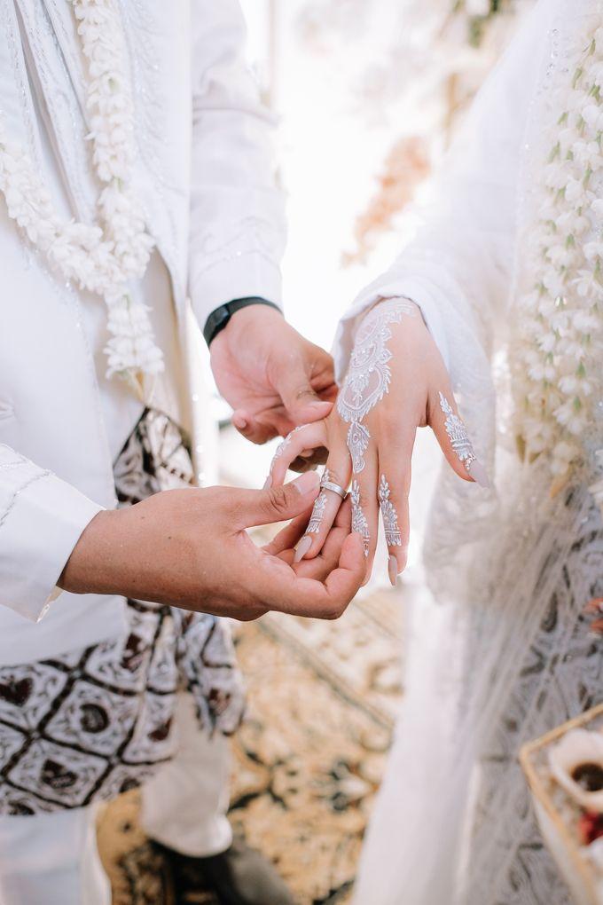 Akad Nikah Dhiyah & Wahyu by LAKSMI - Kebaya Muslimah & Islamic Bride - 002