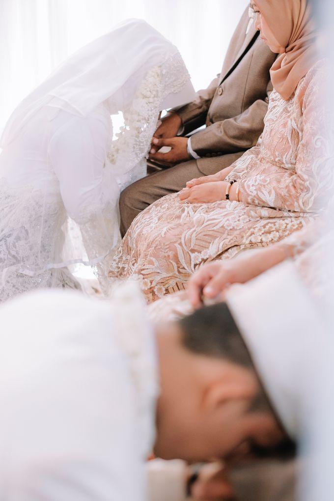 Akad Nikah Dhiyah & Wahyu by LAKSMI - Kebaya Muslimah & Islamic Bride - 006