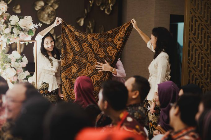 Adit & Mieke Traditional Engagemen by Lights Journal - 007