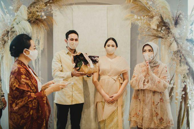 Engagement of Dinar & Radit by Lights Journal - 010