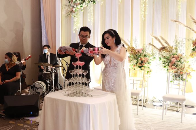 Lounge Jazz wedding band at Double Tree Jakarta by Double V Entertainment by Double V Entertainment - 034