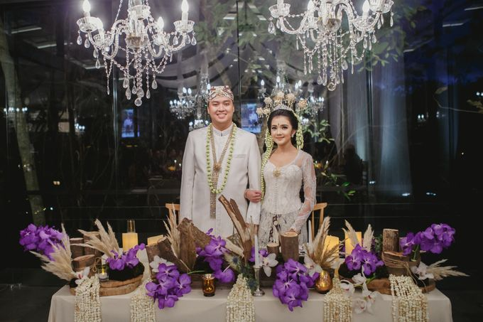 Sundanese Traditional wedding at The Glass House by Tirtha Bridal - 003