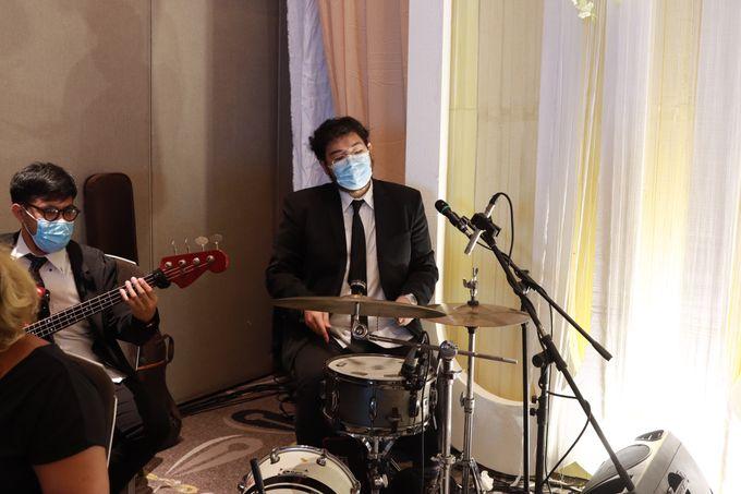 Lounge Jazz wedding band at Double Tree Jakarta by Double V Entertainment by Double V Entertainment - 010