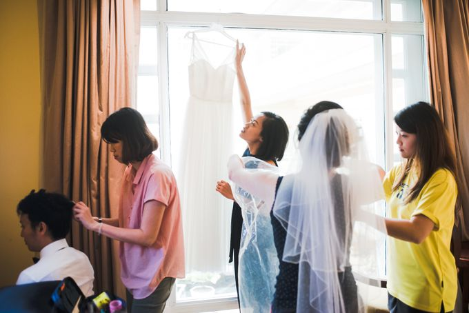 Wedding Day of Amber and Aaron at The Arts House Singapore Actual Day Photography by oolphoto - 013