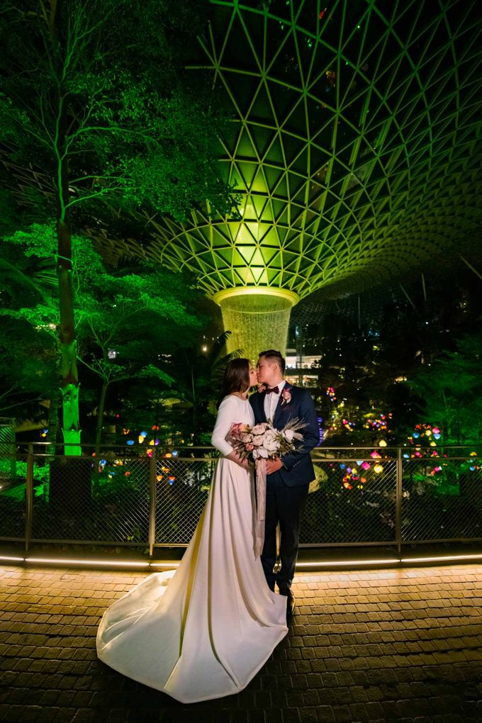 Andrew & Cara (St. Joseph's Church & Jewel Changi Airport) by GrizzyPix Photography - 018