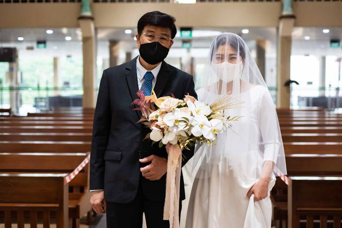 Andrew & Cara (St. Joseph's Church & Jewel Changi Airport) by GrizzyPix Photography - 005