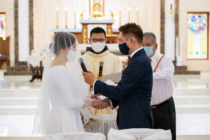 Andrew & Cara (St. Joseph's Church & Jewel Changi Airport) by GrizzyPix Photography - 007
