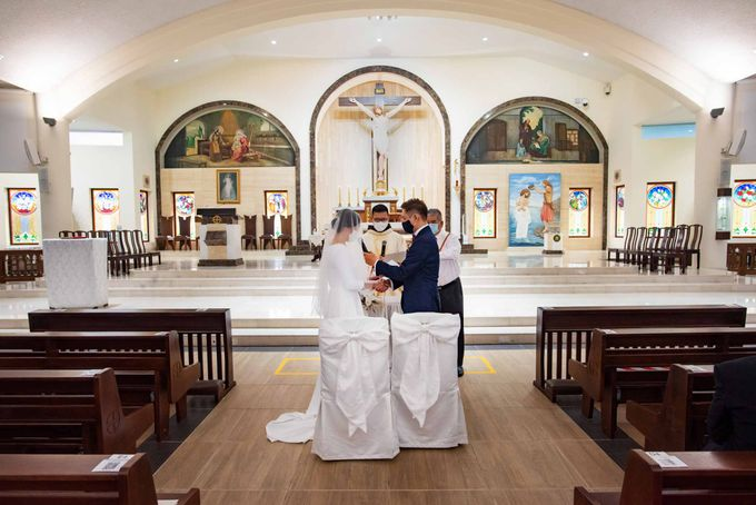 Andrew & Cara (St. Joseph's Church & Jewel Changi Airport) by GrizzyPix Photography - 008