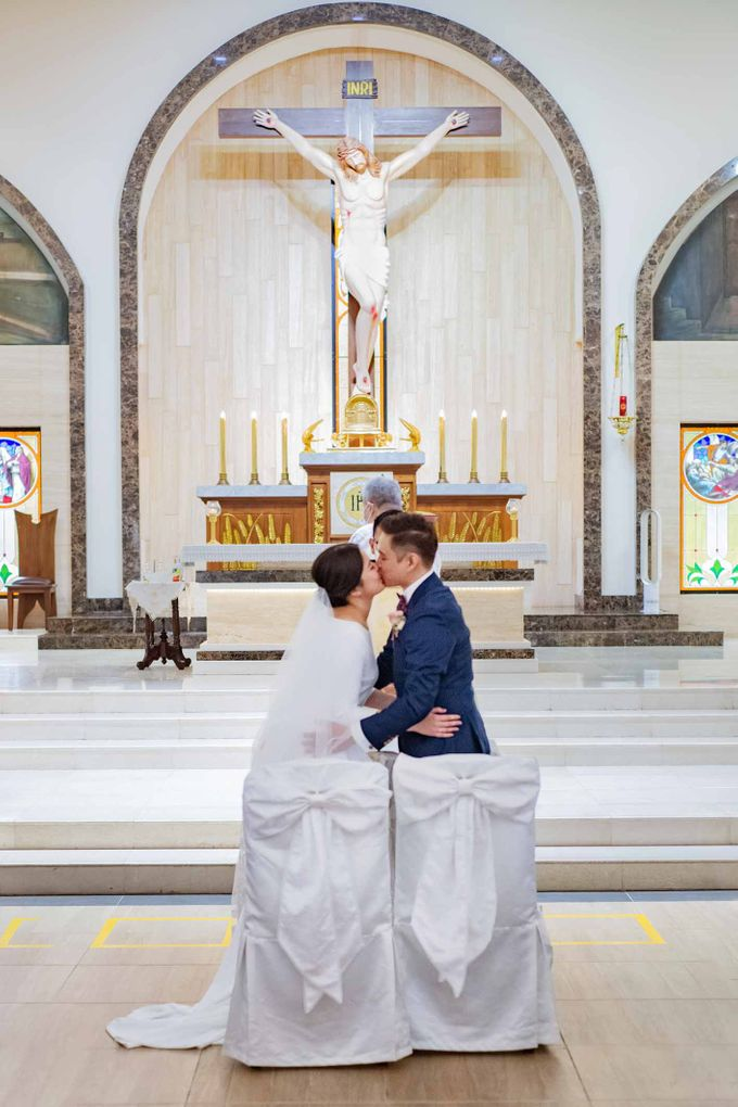 Andrew & Cara (St. Joseph's Church & Jewel Changi Airport) by GrizzyPix Photography - 009