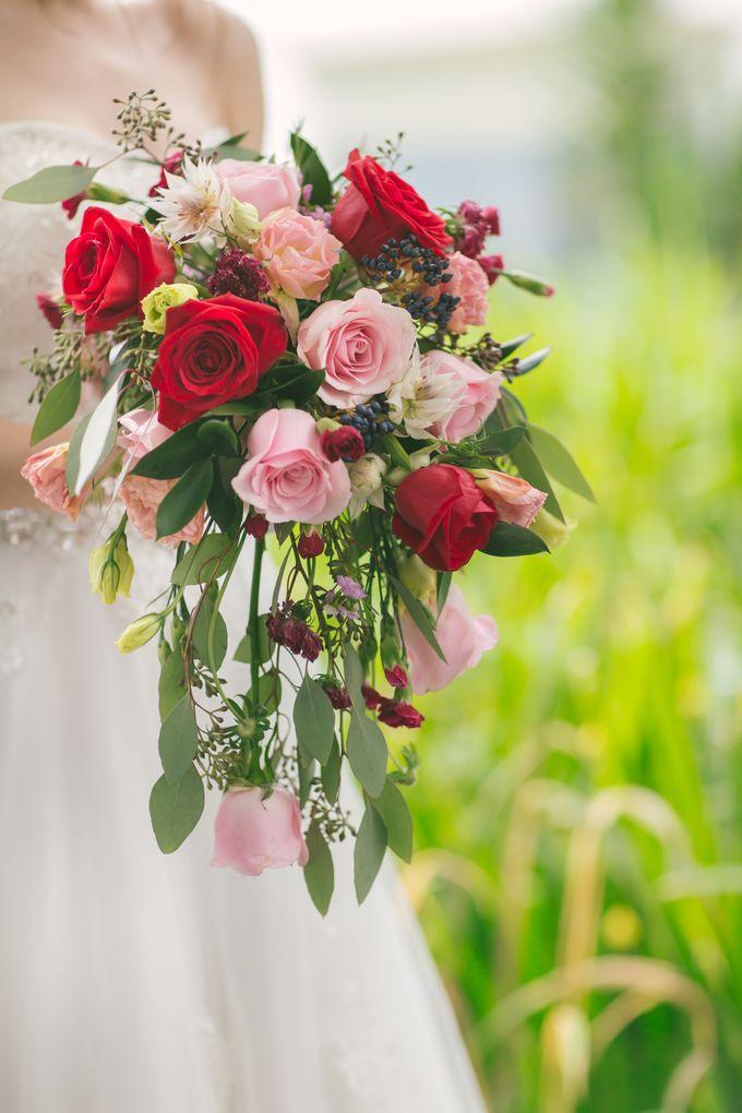 Cascading Bouquet by Eufloria - 002