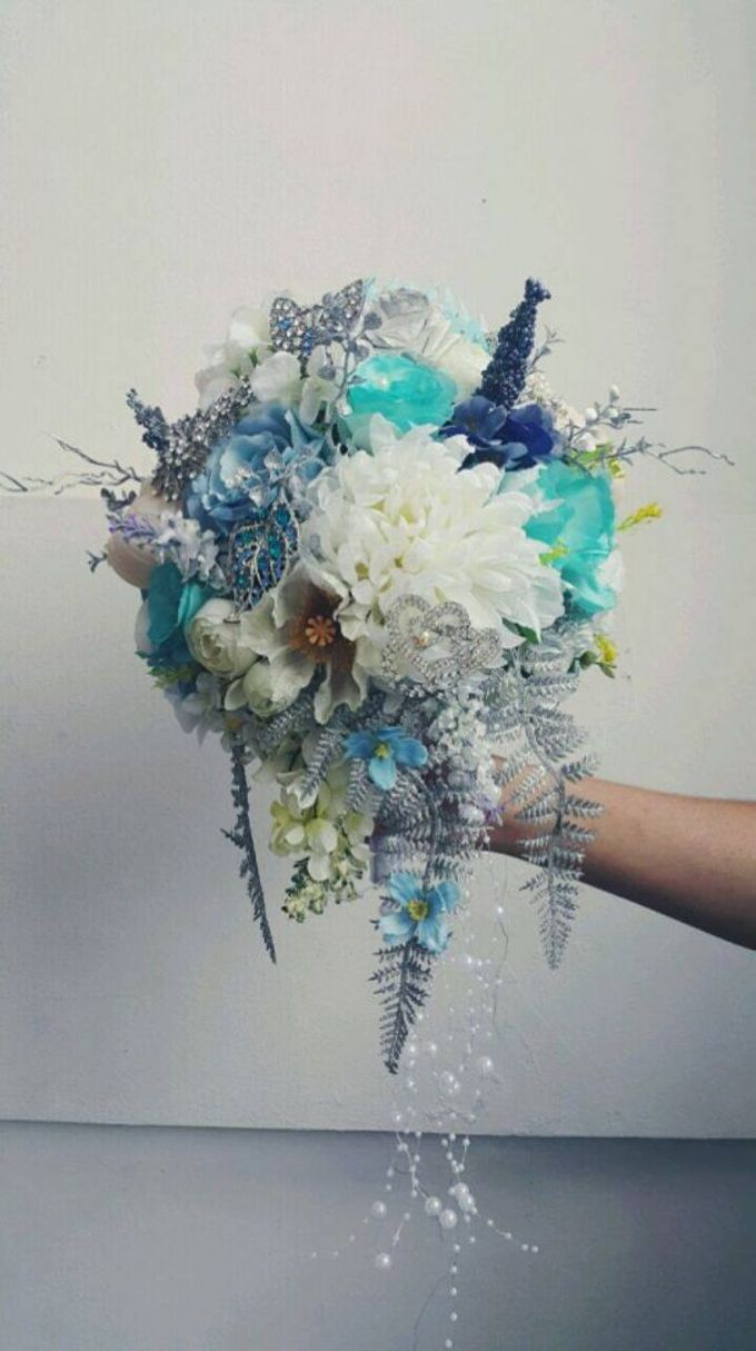 ENCHANTED WEDDING BOUQUET by LUX floral design - 011