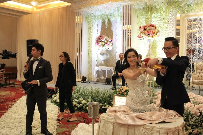 MC Wedding Red Top Hotel Jakarta - Anthony Stevven by Pelangi Cake - 011