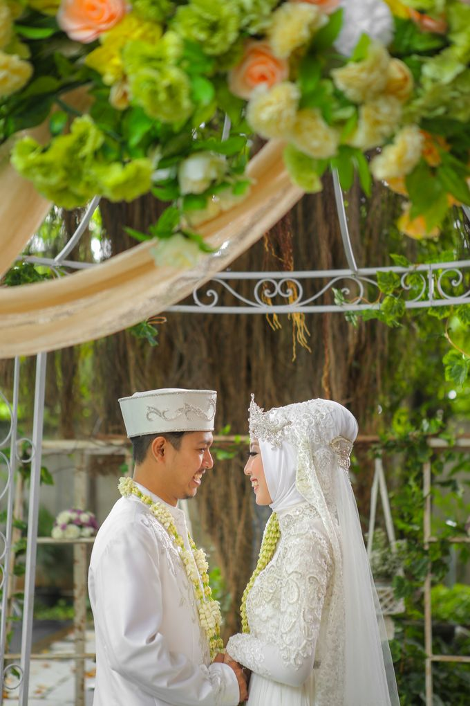 The Intimate Wedding Party of Apriska & Ahimsa by Abirupa Wedding Planner - 015
