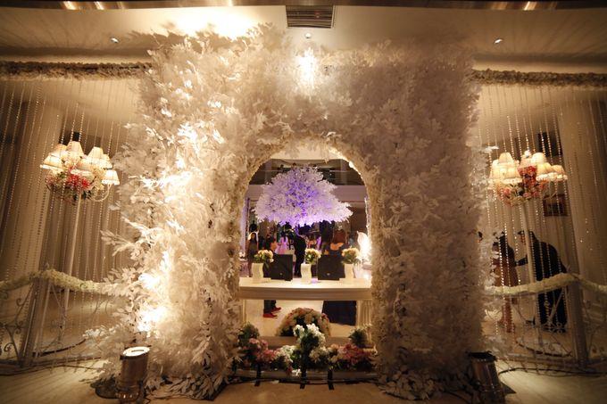 White Allure Wedding by Fuchsia Decoration - 004