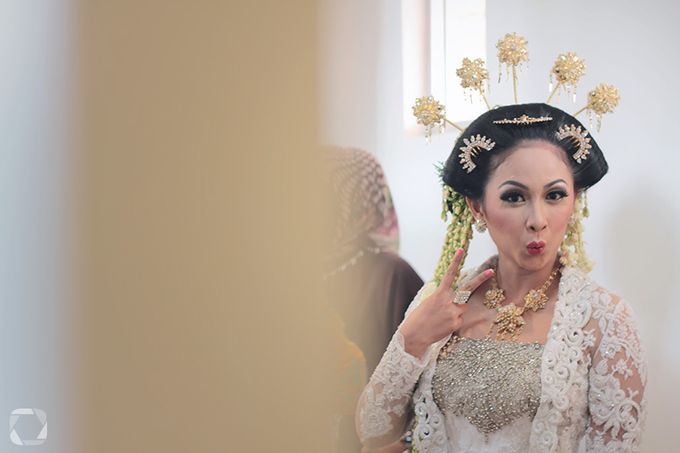 The Wedding of Sally + Rizky by The Move Up Portraiture - 045