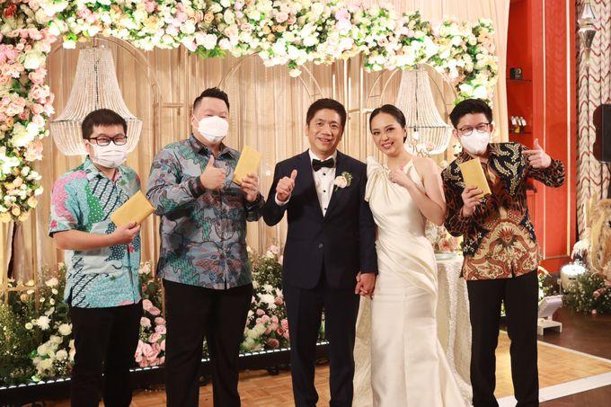 Fine Dinning Intimate entertainment wedding at Alto Restaurant Four Seasons Jakarta - Double V Entertainment by Hian Tjen - 018