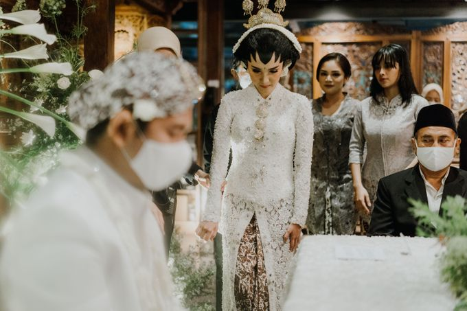 The Wedding of Ajeng & Deny by William Saputra Photography - 014
