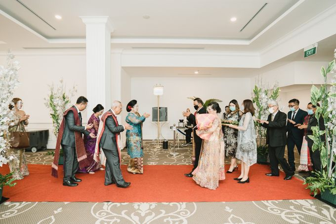 Adrian & Desi Wedding Day by THE TRIBRATA Darmawangsa Jakarta - 006
