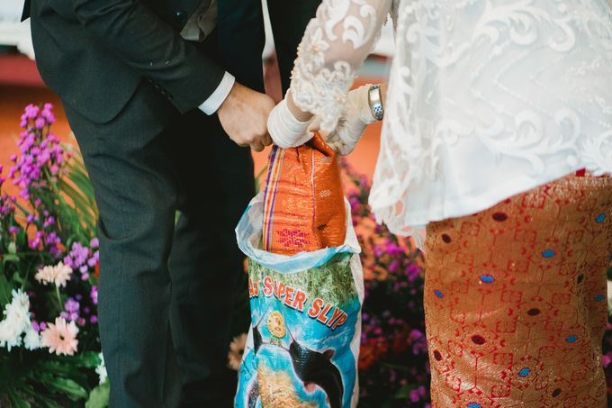 Adrian & Desi Wedding Day by THE TRIBRATA Darmawangsa Jakarta - 007