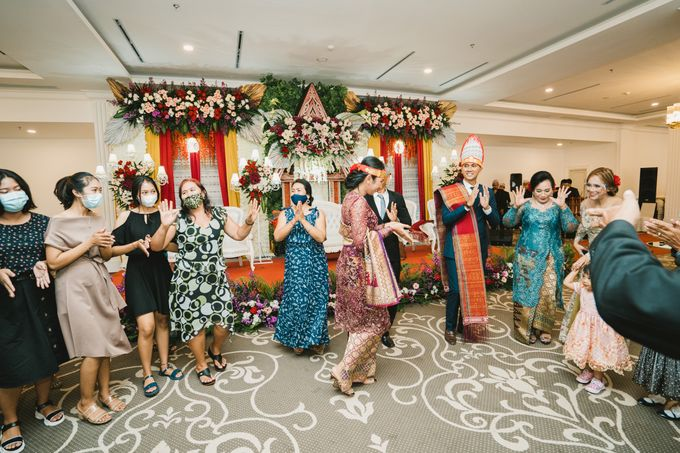 Adrian & Desi Wedding Day by THE TRIBRATA Darmawangsa Jakarta - 014