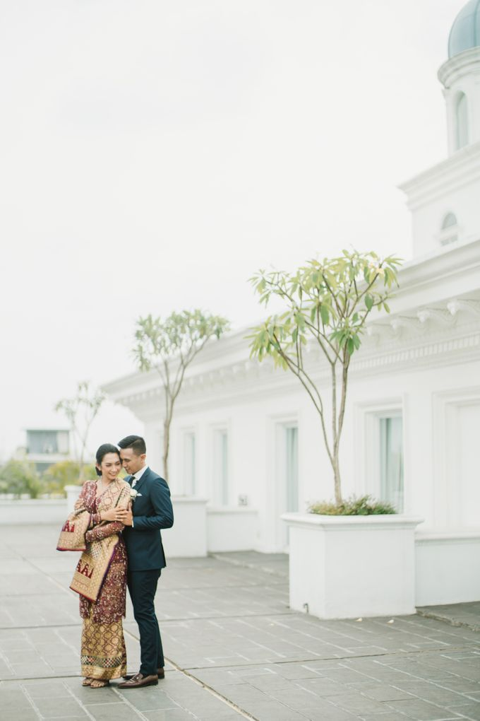Adrian & Desi Wedding Day by THE TRIBRATA Darmawangsa Jakarta - 002