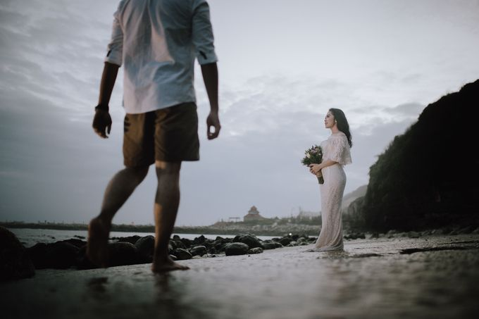Adi & Ayu Couple Session by MOMENTO PHOTOGRAPHY - 001