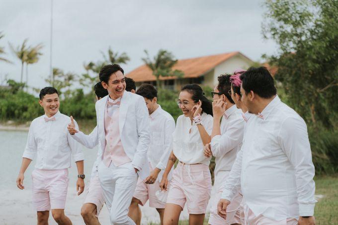 Adipati Dolken & Canti Tachril Beach Wedding by Hian Tjen - 002