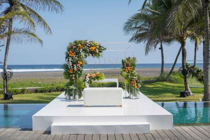 Beautifully Wedding by The Beach by Konsep Sejiwa - 012