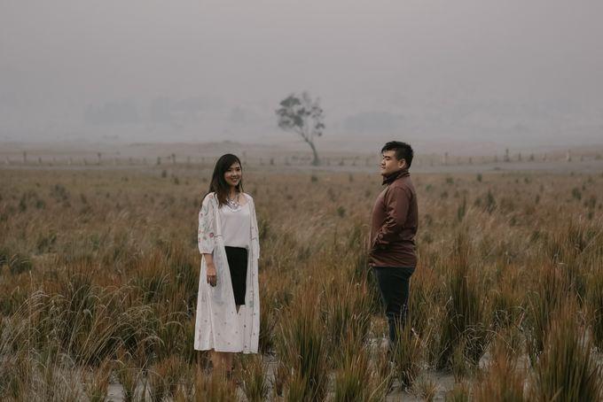 Evi & Yosua Prewedding by Koncomoto - 022