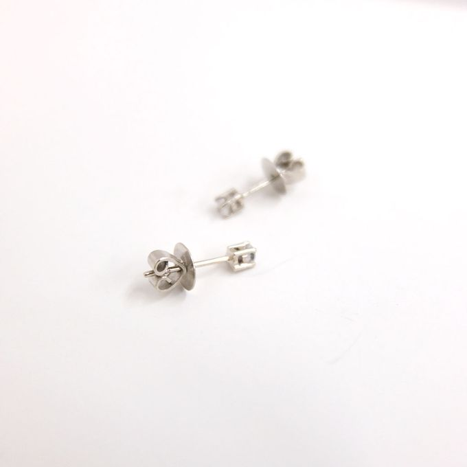 18ct TINY 4PRONGS EARRINGS by AEROCULATA - 003