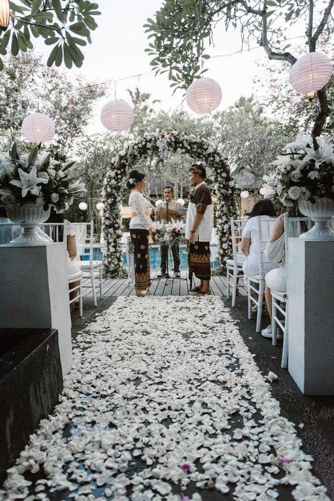 Beautiful Wedding at Kamuela Sanur Poolside by ARTGLORY BALI - 003