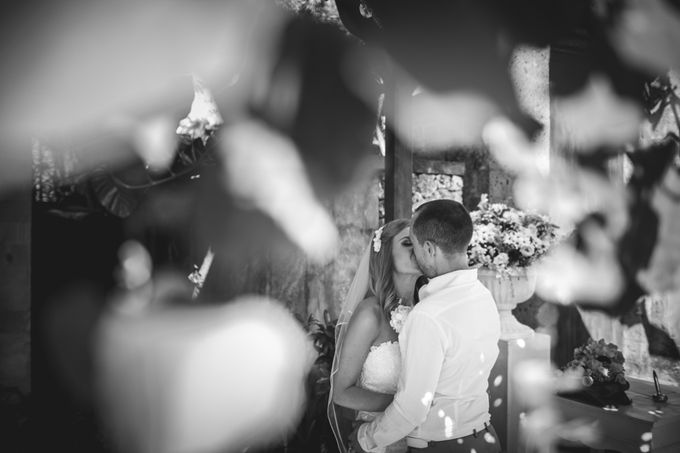 Agota & Balazs Wedding Day by Ferry Tjoe Photography - 036