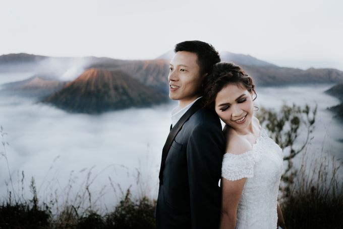 Bromo Prewedding Yudhi & Jillie by AHENjunius Photography - 017