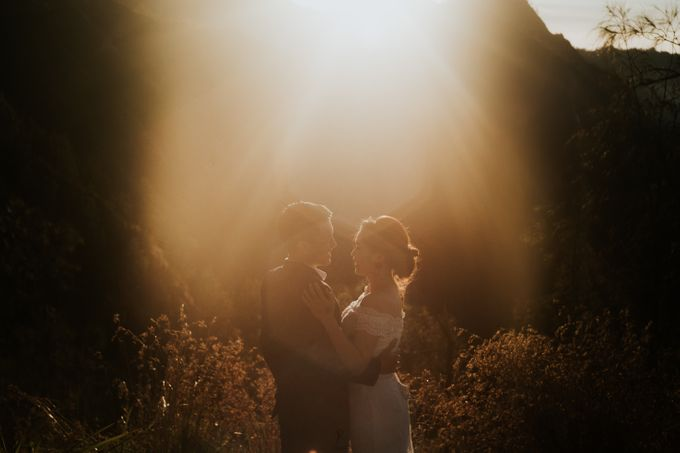 Bromo Prewedding Yudhi & Jillie by AHENjunius Photography - 003
