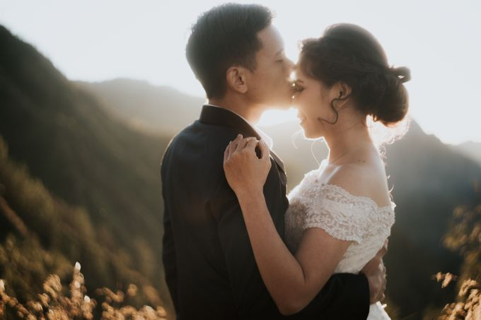 Bromo Prewedding Yudhi & Jillie by AHENjunius Photography - 004