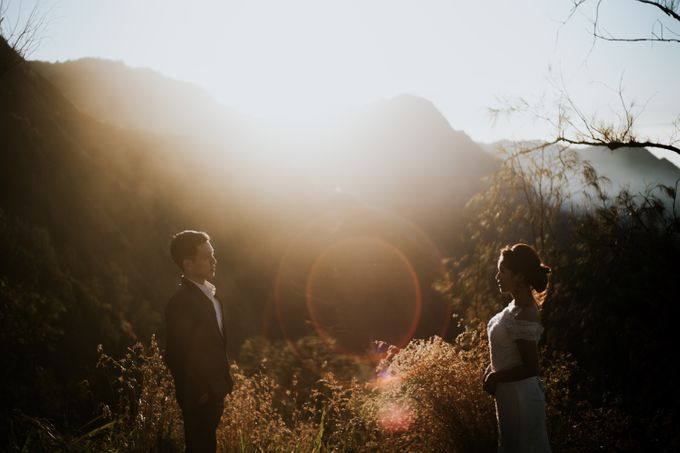 Bromo Prewedding Yudhi & Jillie by AHENjunius Photography - 008