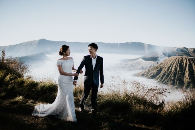 Bromo Prewedding Yudhi & Jillie by AHENjunius Photography - 016