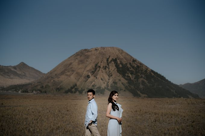 Bromo Prewedding Yudhi & Jillie by AHENjunius Photography - 022