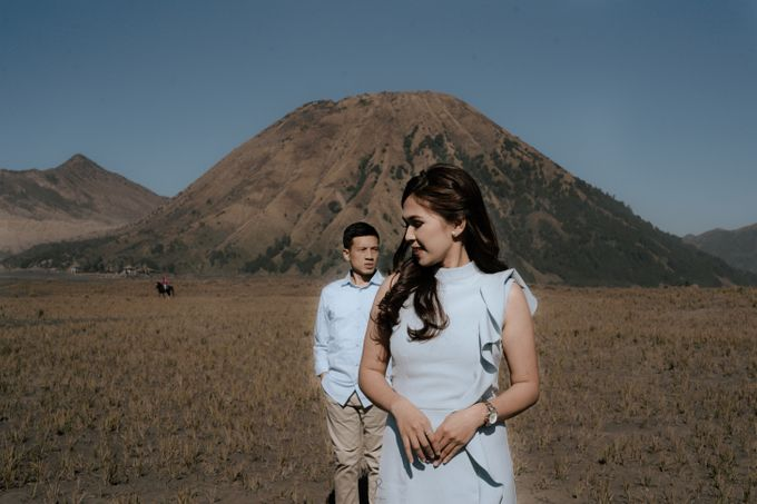 Bromo Prewedding Yudhi & Jillie by AHENjunius Photography - 023