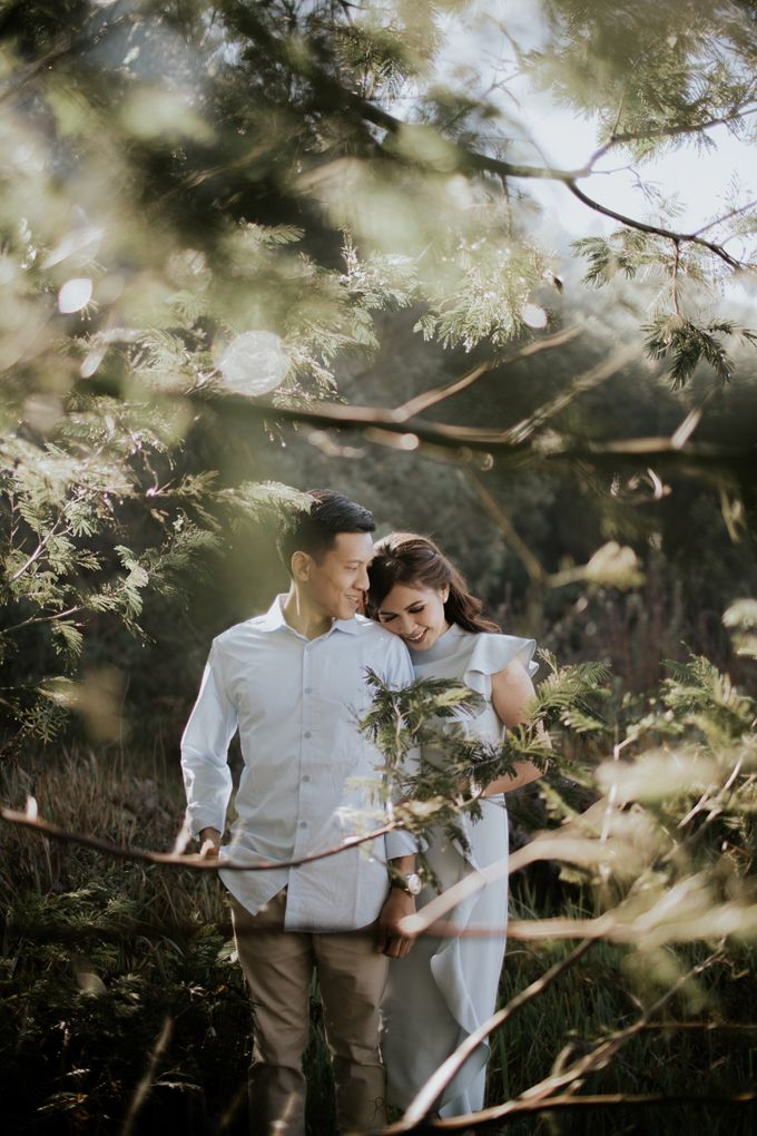 Bromo Prewedding Yudhi & Jillie by AHENjunius Photography - 029