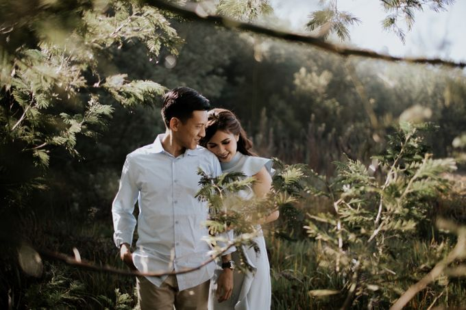 Bromo Prewedding Yudhi & Jillie by AHENjunius Photography - 031