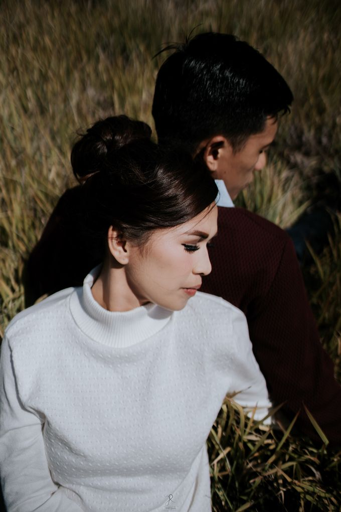 Bromo Prewedding Yudhi & Jillie by AHENjunius Photography - 040