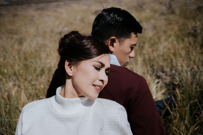 Bromo Prewedding Yudhi & Jillie by AHENjunius Photography - 041